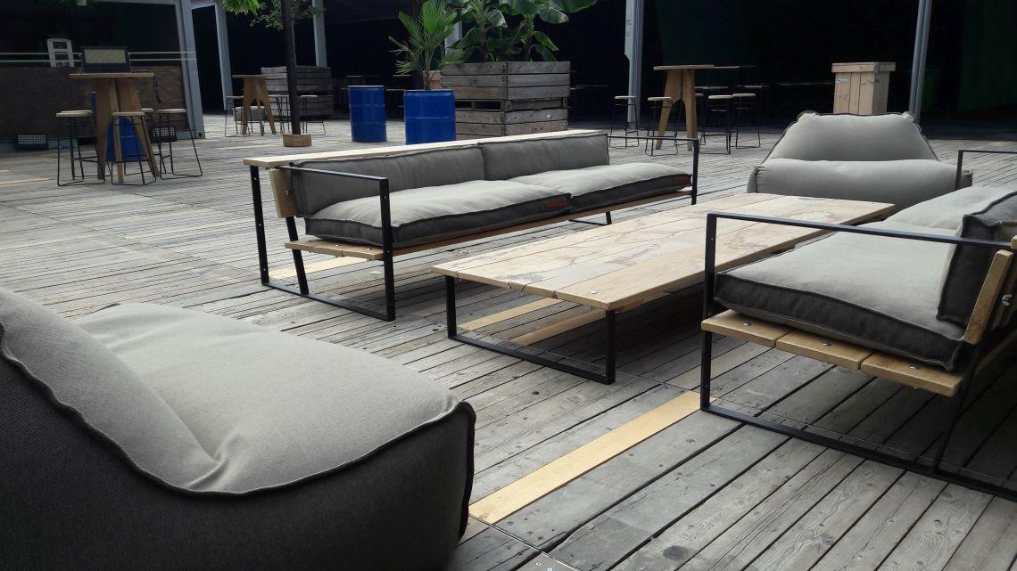 Kussens op maat, maatkussens, loungekussens, zitzakken, poefen DD&B outdoor living